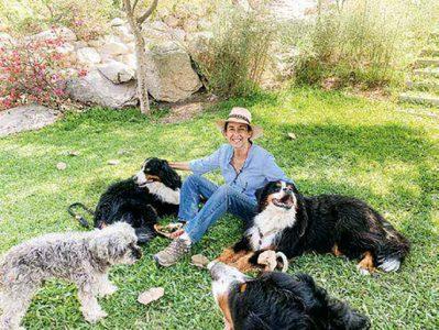 """""""Me encanta hacer jardinería y tengo mi propio huerto orgánico, que me da muchas satisfacciones"""", refiere Anita Belaúnde."""