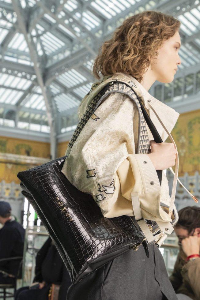 LV: La cartera de cocodrilo para llevar al hombro
