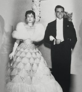 Con su esposa Ana María en las celebraciones por el centenario del Club Nacional, en 1955.