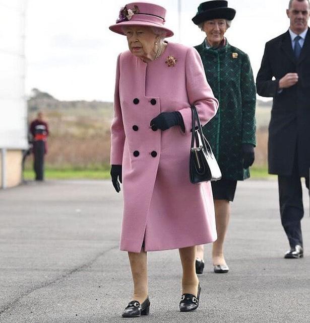 Reina Elizabeth II retomo su agenda presencial 1