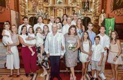 Fernando y Lala Ferrero con sus hijos Ernesto y Milagros Yrigoyen, Sergio y Ximena Ponce, Claudio y Mariel Koehler, Fiorella y Renato Rijavec, y nietos.