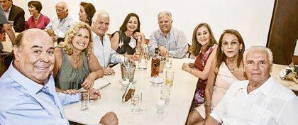 Jorge Peterson, Susana Eléspuru, José y Charo Bernal, Carlos y Silvia Venturo, y Nana y Gustavo Gotuzzo.