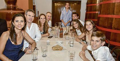Milagros Yrigoyen, Ernesto Ferrero, Ana Teresa Loredo, y Fernando, Sebastián, Santiago, Isabel, Chiara y Gianfranco Ferrero.