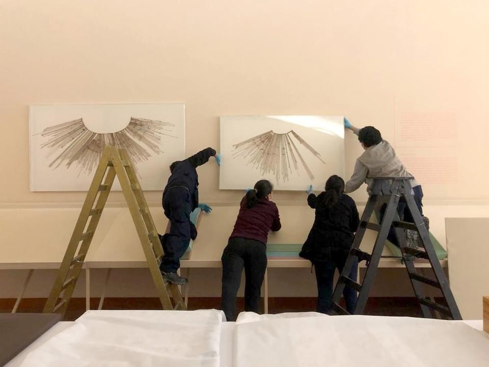El Museo de Arte de Lima – MALI reabrió sus puertas el 5 de noviembre anunciando dos nuevas exhibiciones en las salas principales. En esta primera fase la atención será de tres días a la semana y solo en las salas de exhibición temporal del primer piso.
