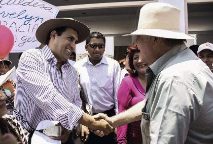 Durante la recolección de firmas. Flores-Aráoz presentó más de 600 mil rúbricas.