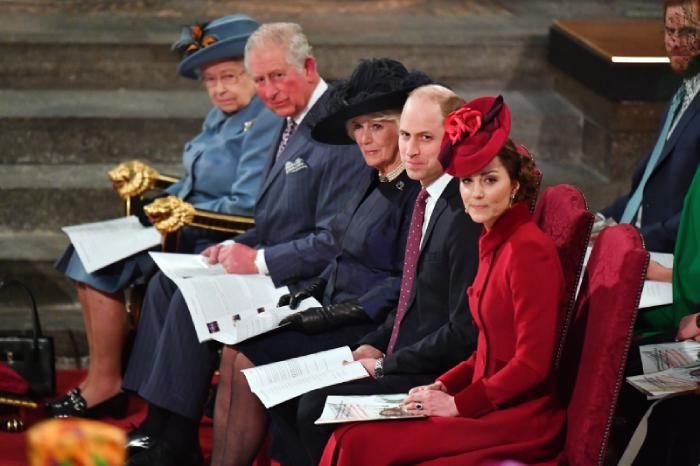 Elizabeth II pasará la Navidad junto a su marido en el castillo de Windsor, donde no se sabe si estará acompañada de algún familiar