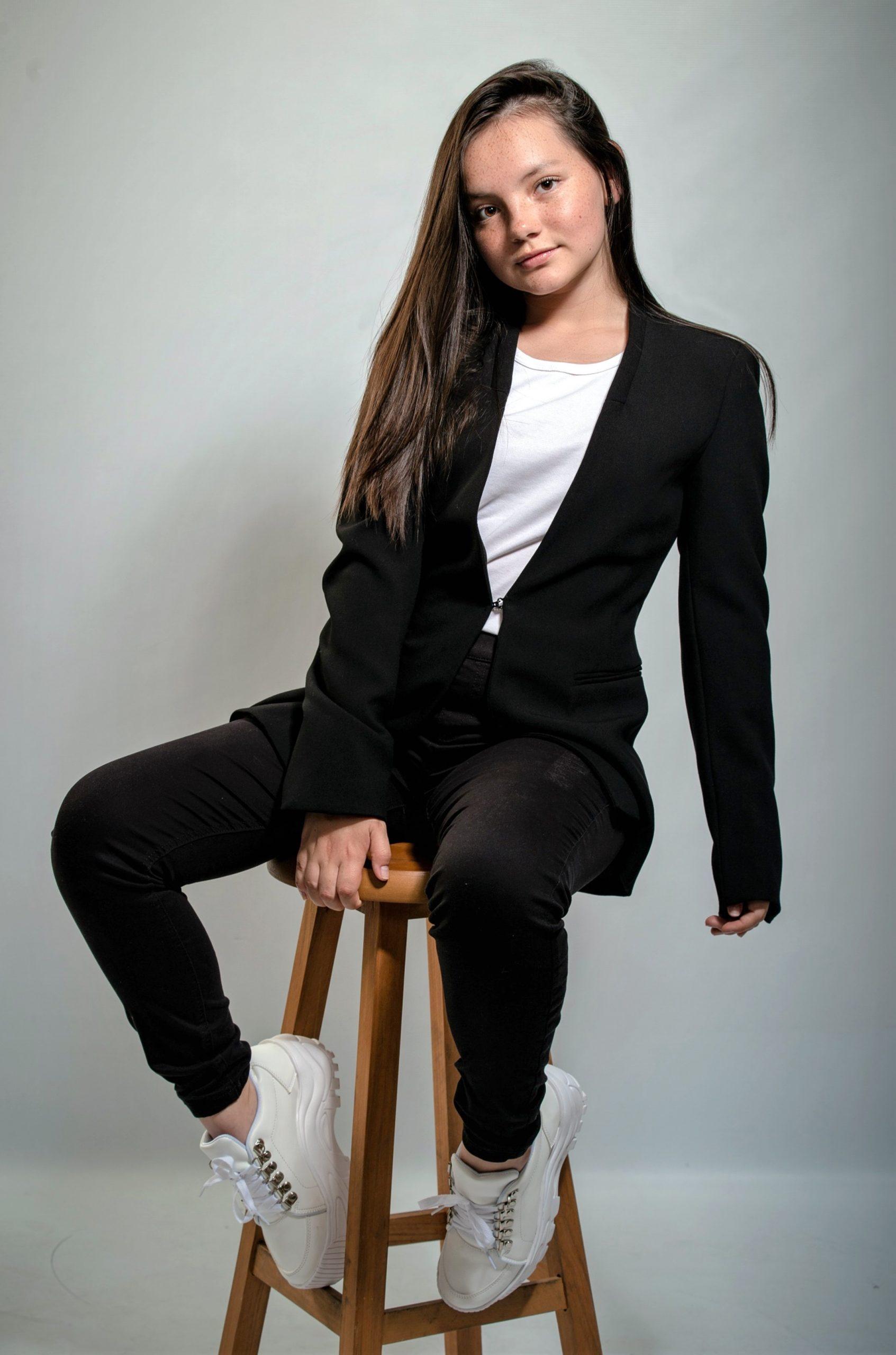 """""""El internado: Las Cumbres"""", la nueva serie que tendrá a la actriz peruana en su reparto, es una producción original de Amazon Prime en la que también participan productoras como Globomedia, Mediapro y Atresmedia. Su estreno en Amazon Prime está previsto para el 19 de febrero."""