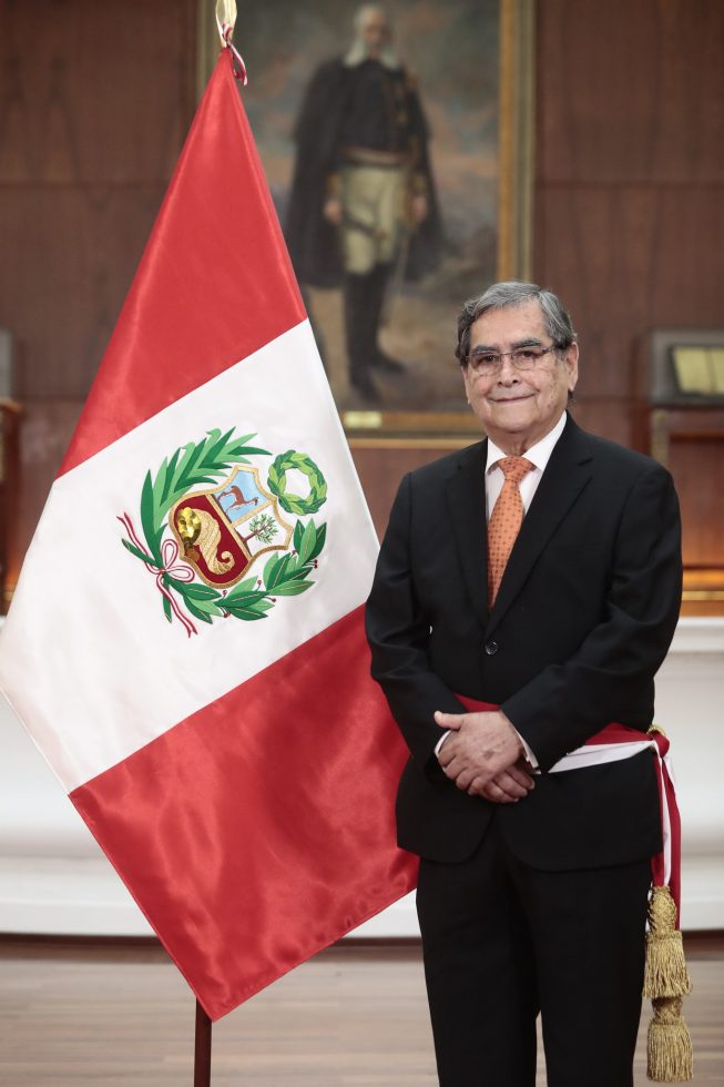 OSCAR UGARTE, MINISTRO DE SALUD