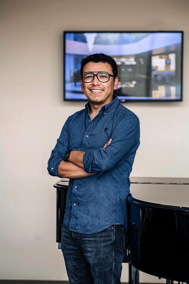 Walther Alarcón, fundador de LIVE STUDIO, la primera multiplataforma de streaming profesional para transmitir música, arte y cultura 'con sabor nacional'