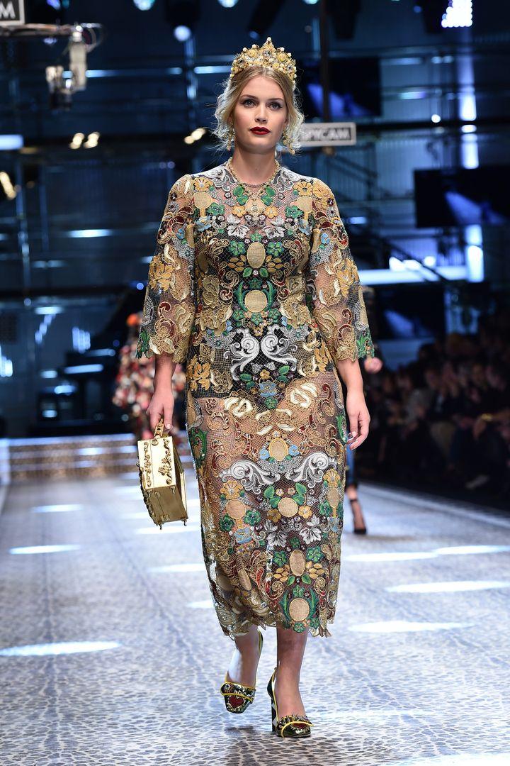 Lady Kitty Spencer en la pasarela de Dolce & Gabbana