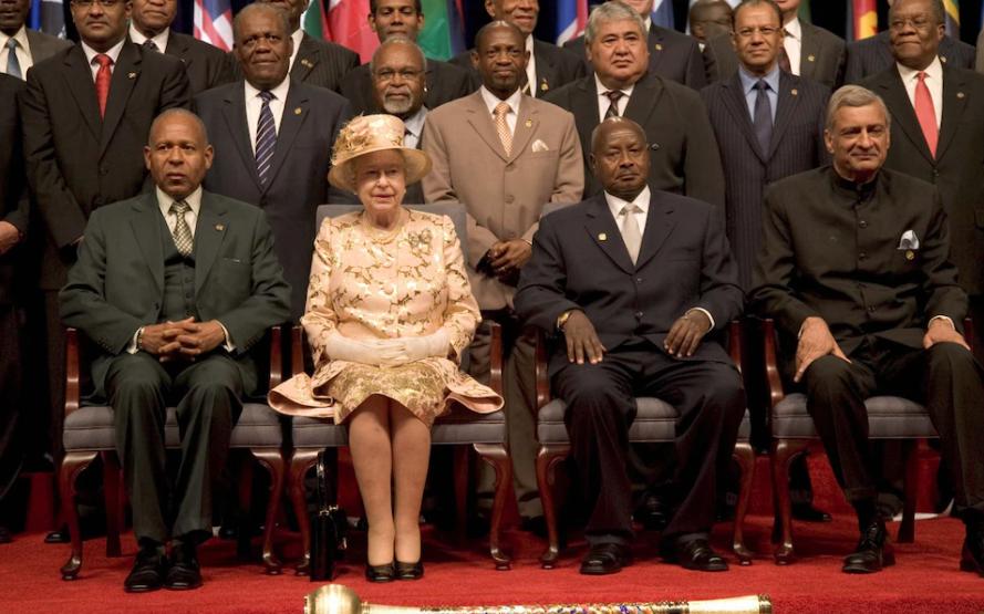 Elizabeth II en la ceremonia de apertura de la Reunión de Jefes de Gobierno del Commonwealth en Trinidad, 2009CRÉDITO: Tim Rooke / Shutterstock
