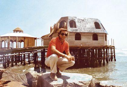 En 1983, Carlín Semsch fue quien tuvo la idea de fundar un restaurante sobre un espigón de rocas en el mar miraflorino.