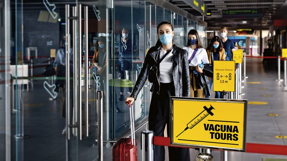 La recomendación de evitar viajes también incluye a aquellos que ya fueron vacunados.