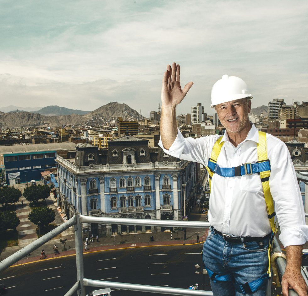"""Una de las cosas que ha traído la pandemia es que tenemos que estar continuamente repensando nuestras actividades, repensando la ciudad y repensando lo que debería ser el futuro también de un Centro Histórico que tiene tanto valor como el que tenemos"""", asegura el alcalde de Lima."""
