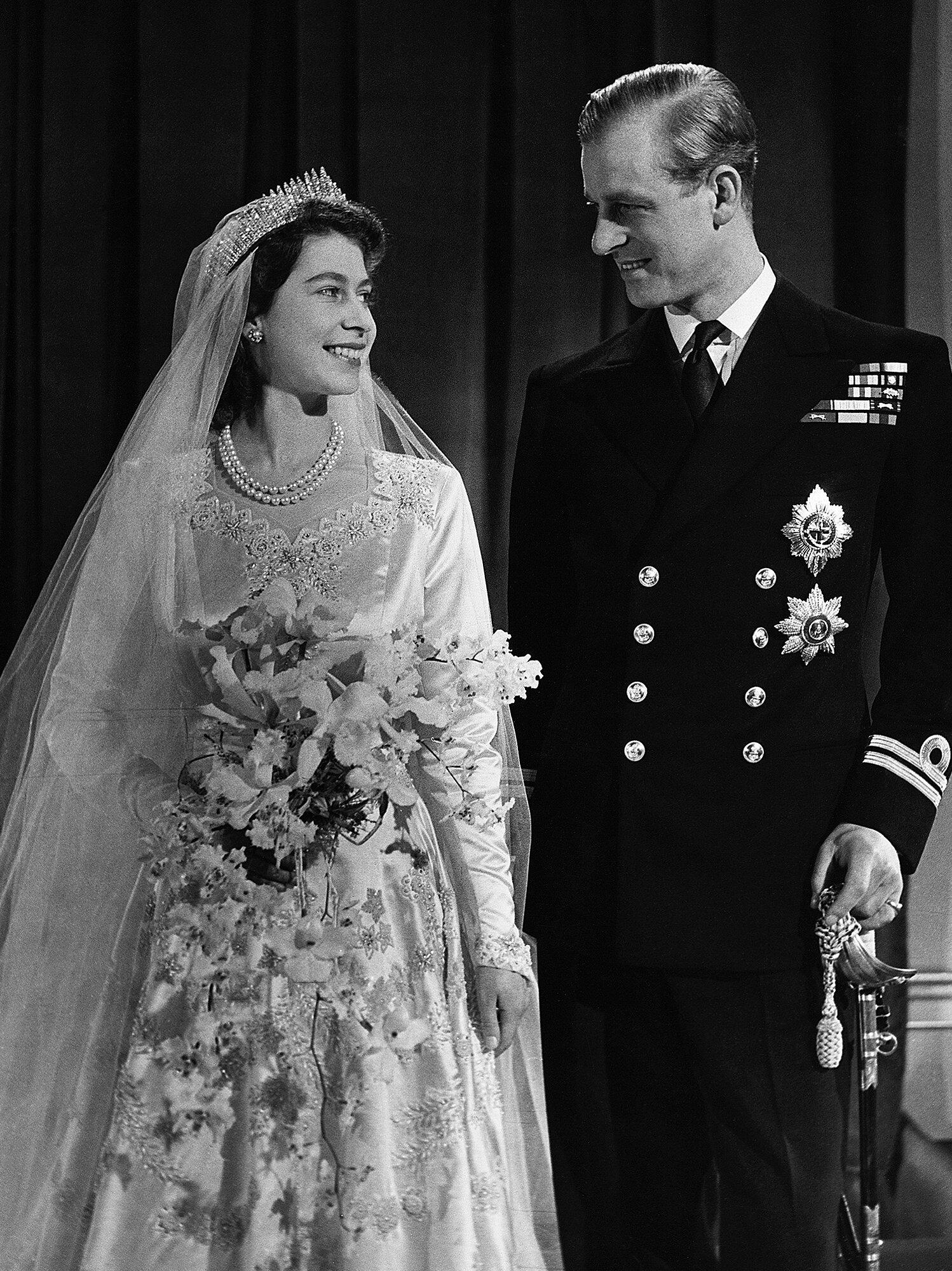 Elizabeth II deuda - Boda Real