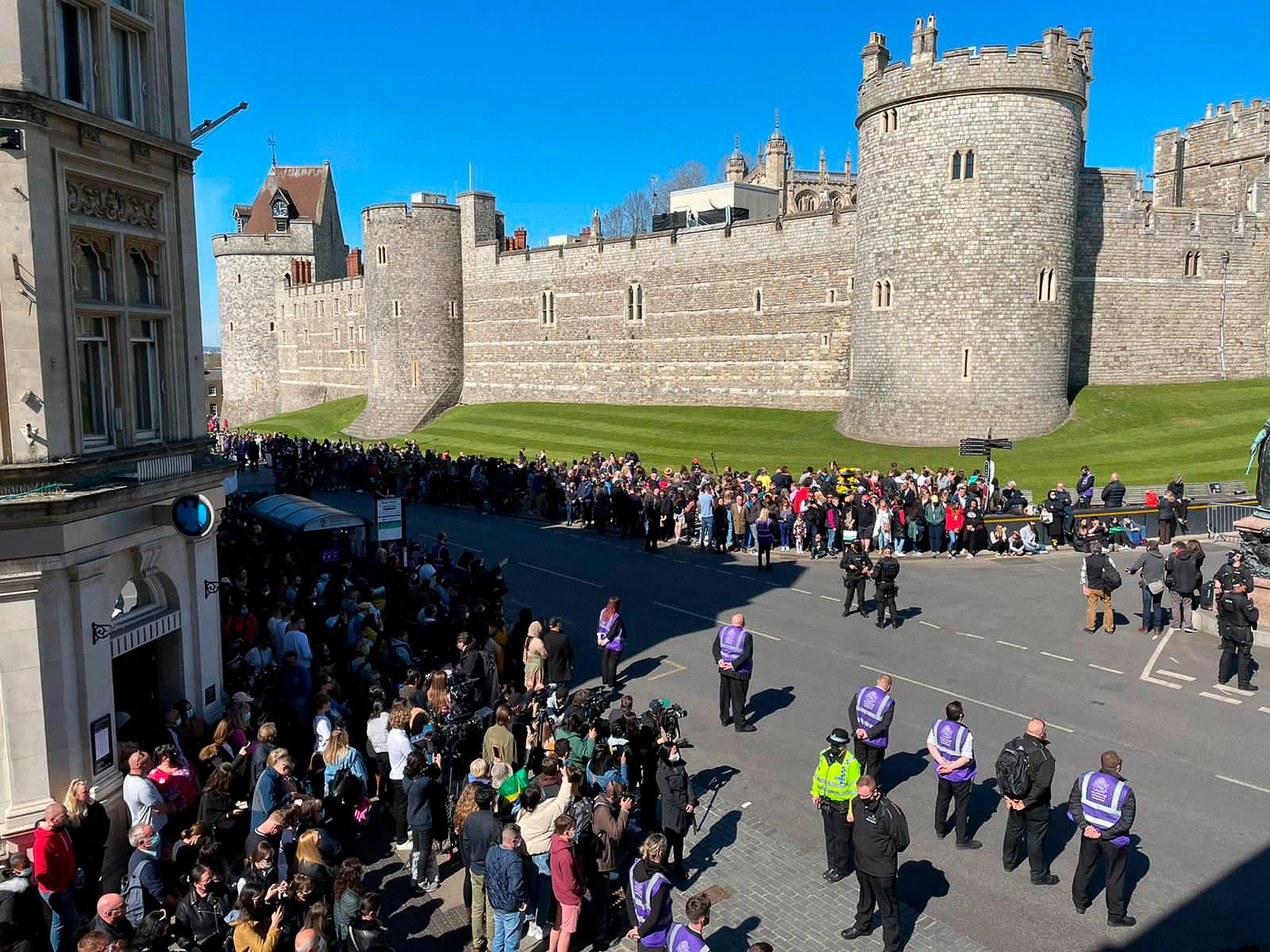 príncipe Philip - las afueras del castillo de Windsor 2