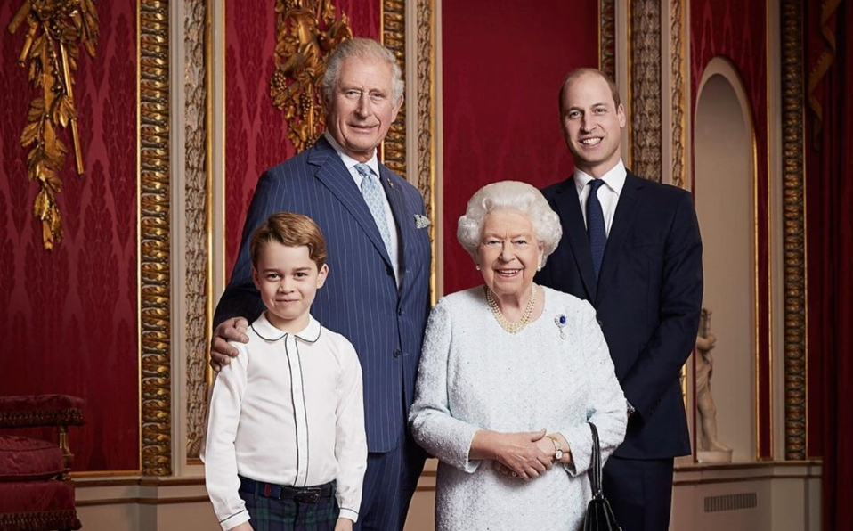 La reina Elizabeth, Charles, William y George