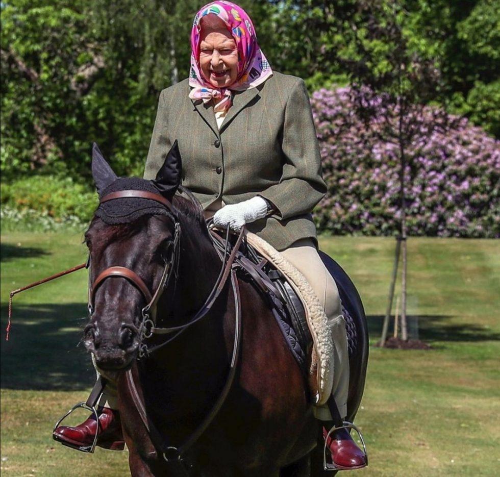 elizabeth II y caballo