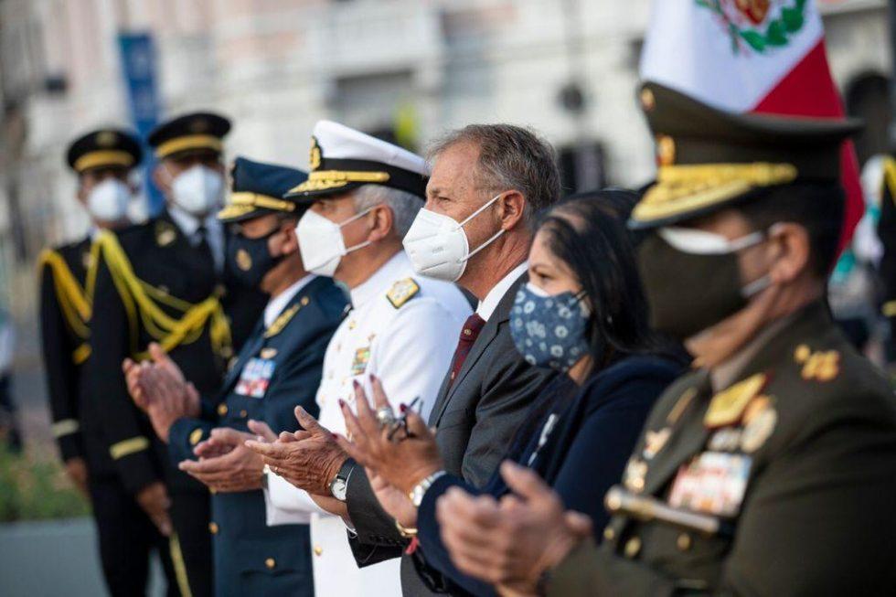 Alcalde Muñoz en la develación del monumento a la Victoria del Dos de Mayo