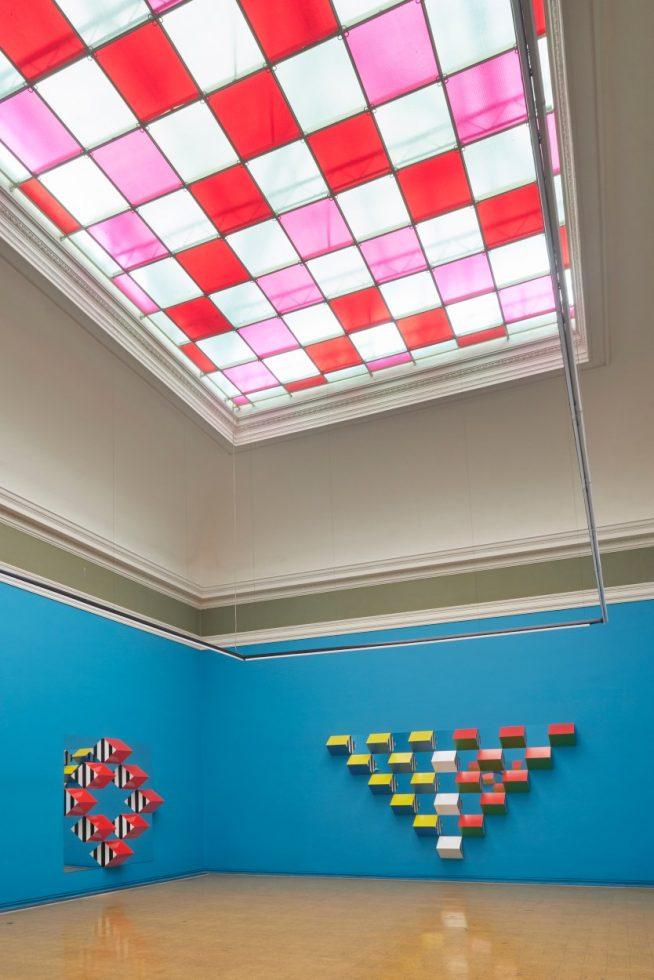Instalación de Daniel Buren en el Museo Italiano.