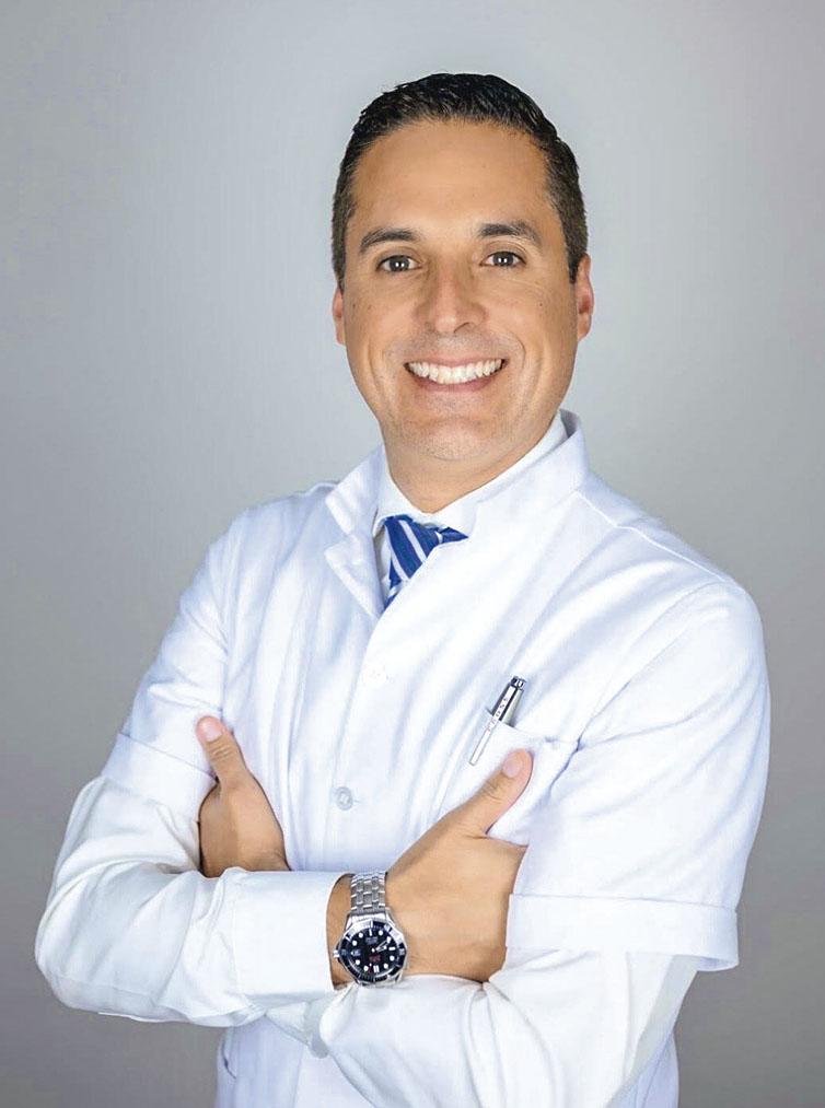 Juan Pablo Zavala Hernández, director clínico y cirujano dentista con posgrado en Implantología Avanzada y Rehabilitación Oral por la NYU y miembro de la Academy of Osseointegration (Estados Unidos).