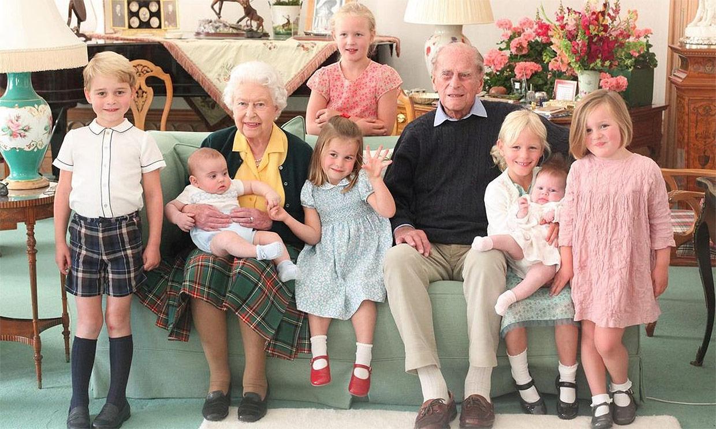 duques Cambridge - Elizabeth y Philip con sus bisnietos