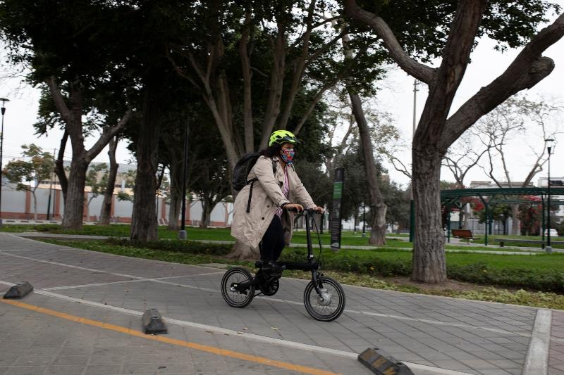 Solangel Fernández en bicicleta